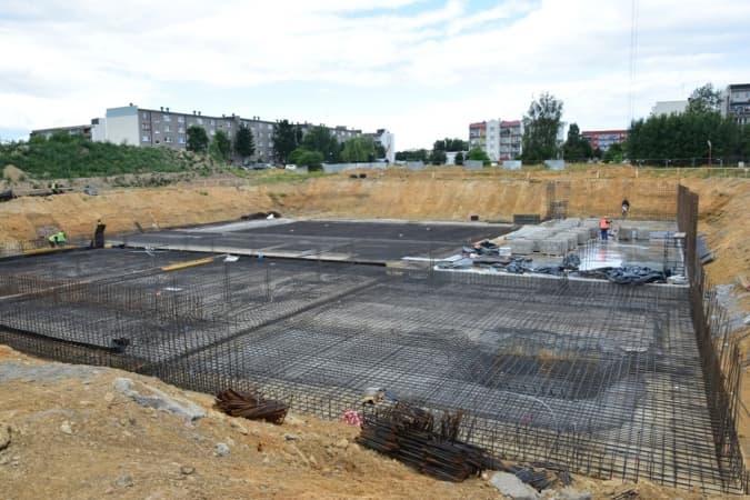 Budowa basenu: widać już fundamenty