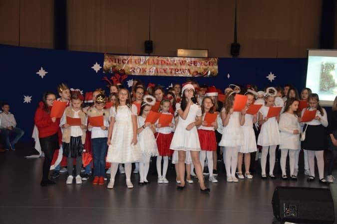 """Charytatywna """"Gwiazdka w sercu"""" w PSP nr 6 w Radomsku"""
