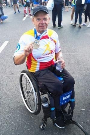 Dariusz Studniarek trzeci na mecie 41. PZU Maraton Warszawski