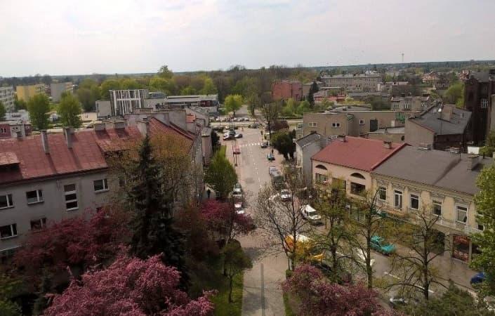 Ile osób mieszka w Radomsku?