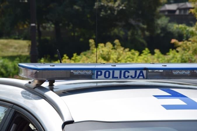 Pijany 24-latek wbiegł na ulicę A. Krajowej. Potrącił go samochód