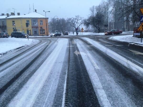 Powiat radomszczański zareagował na marznące opady