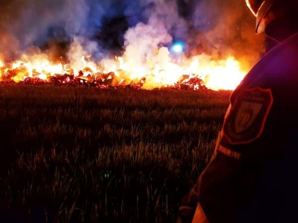 Pożar balotów w Wielgomłynach