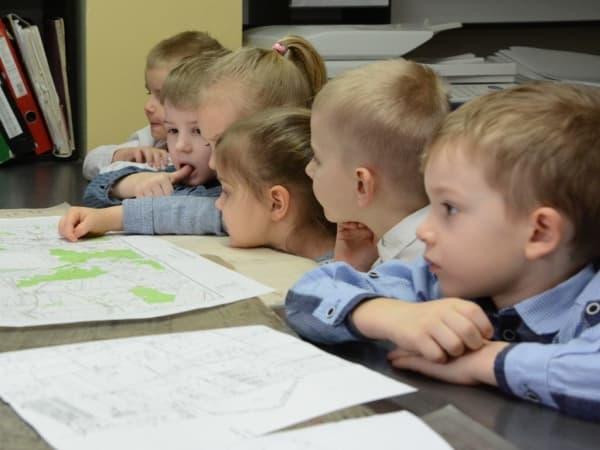 Przedszkolaki w starostwie