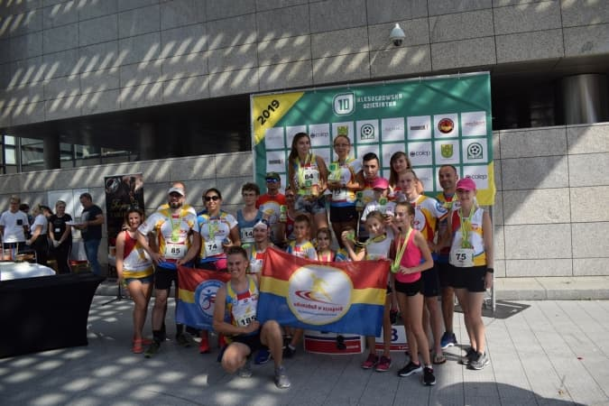 """Sukcesy biegaczy z KBKS Radomsko. Wybiegali puchary na """"Kleszczowskiej Dziesiątce"""""""