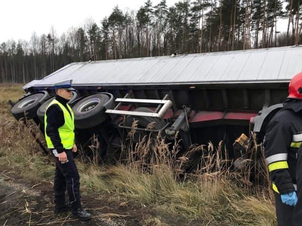 Wypadek na DK 1. Tir wjechał do rowu