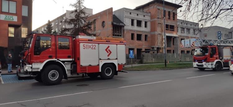 Zapaliły się śmieci w budynku na ul. Piastowskiej