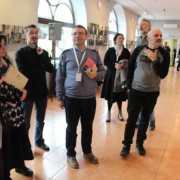 """Wernisaż wystawy """"Chasydzi"""" w drugi dzień Konferencji Dyrektorów i Kustoszy w Radomsku"""