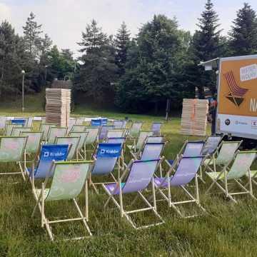 Letni seans w parku Solidarności w Radomsku