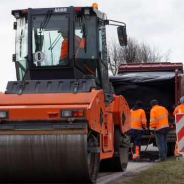 Dwie firmy będą wykonywać cząstkowe remonty dróg powiatowych