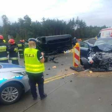 Zderzenie busa i osobówki na DK1 w okolicy Szczepocic