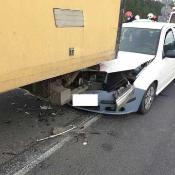 Wypadek na DK1. W okolicach Dąbrowy zderzyły się trzy samochody