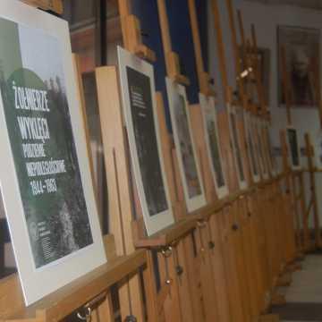 Dzień Żołnierzy Wyklętych w Radomsku. Wystawy w muzeum i bibliotece, MDK ze specjalną audycją