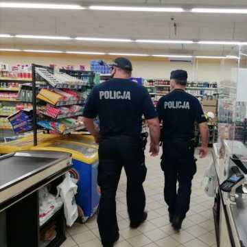 Pow. bełchatowski: policja sprawdza, czy mieszkańcy przestrzegają zasad reżimu sanitarnego. Sypią się mandaty...