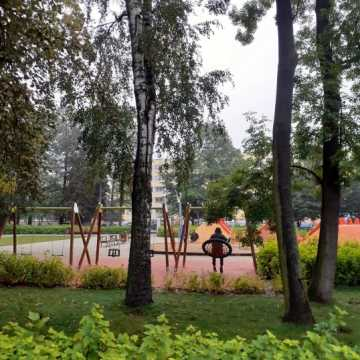 Dendrolog apeluje: nie przebywajcie w okolicy placu zabaw w Parku Świętojańskim!