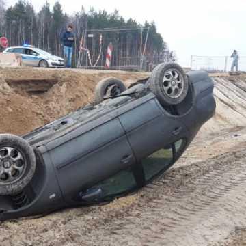 Wypadek na DK1 w miejscowości  Brodowe. Dachował seat