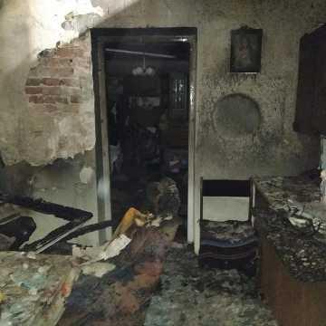 Spłonęło mieszkanie przy pl. 3 Maja w Radomsku. Ewakuowano kota