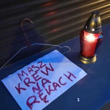 Kolejny dzień protestów pod biurem posłanki Milczanowskiej w Radomsku