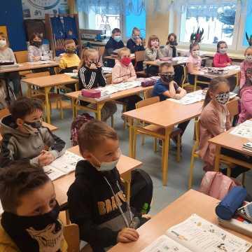 [WIDEO] Uczniowie klas I–III wrócili do szkół