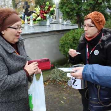 Trwa kwesta na radomszczańskich cmentarzach