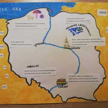 Szkolny konkurs plastyczno-językowy w Woli Blakowej