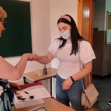 Maturzyści z I LO w Radomsku odbierali świadectwa dojrzałości