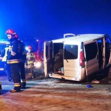 DK1: wypadek busa w okolicach Radomska. 5 osób rannych