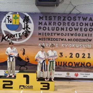 Dwa srebrne medale zawodników Klubu Karate Randori  na turnieju w Bukownie