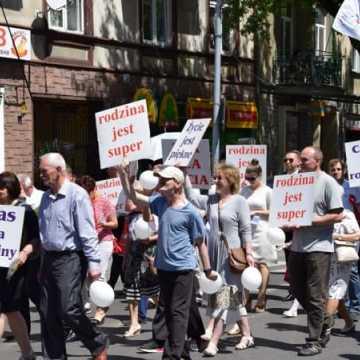 Ulicami Radomska przeszedł Marsz dla Życia i Rodziny