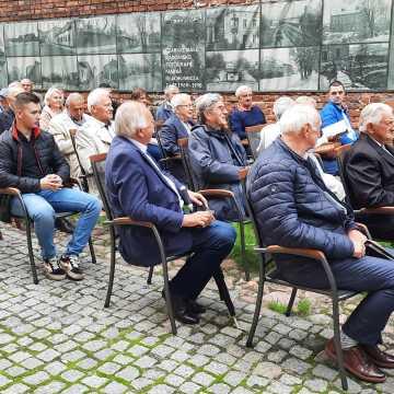 """Promocja książki """"Pomiędzy Stalą a Czarnymi Radomsko. Historia piłki nożnej w Radomsku w latach 1945-1979"""""""