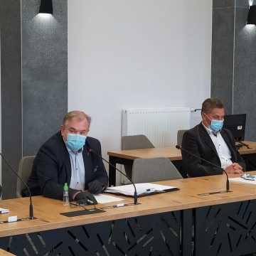 """Każdy stanie przed Trybunałem: komisja ds. Rodziny mówi """"nie"""" programowi dofinansowania radomszczanom zabiegów in vitro"""