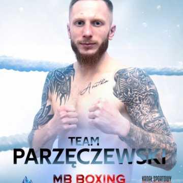 Robert Parzęczewski w walce wieczoru gali MB Boxing Night 9