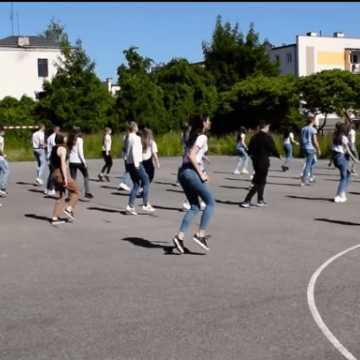 Młodzież z I LO tańczy w ramach akcji #JerusalemDanceChallenge