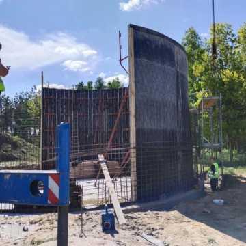Przy ul. Portowej w Radomsku trwa budowa studni głębinowych