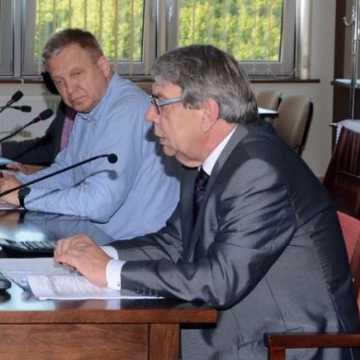Zmiany w powiatowym budżecie. Więcej pieniędzy na inwestycje drogowe