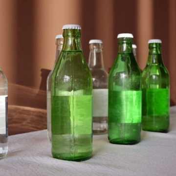 Starostwo w Radomsku daje przykład. Butelki szklane zamiast plastikowych