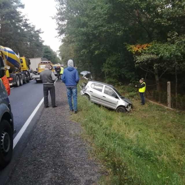 Czołowe zderzenie pojazdów na DK91. Jedna osoba poszkodowana