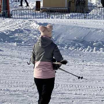 Tłumy narciarzy na Górze Kamieńsk