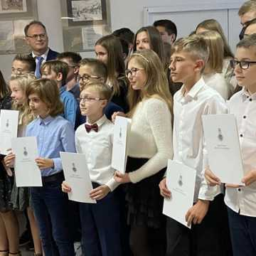 Uzdolnieni uczniowie z Radomska otrzymali stypendia prezydenta