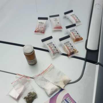 Gm. Gomunice: poszukiwany listem gończym zatrzymany z narkotykami