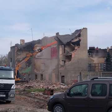 Wyburzanie kamienicy przy ul. Reymonta w Radomsku