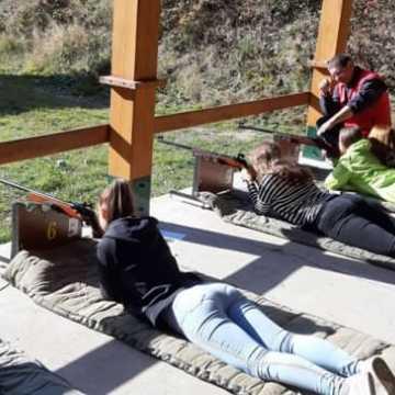 Uczniowie z Kleszczowa na strzelnicy w Jasieniu