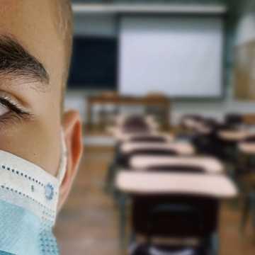 MEN: obecna sytuacja epidemiczna pozwala na przywrócenie standardowych zajęć w większości szkół