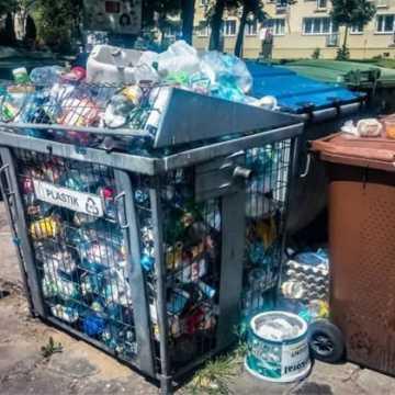 Mieszkańcy Brzeźnickiej 43A alarmują: Toniemy w śmieciach