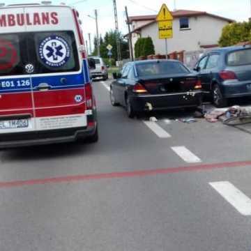 Na ul. Sucharskiego rowerzystka wjechała pod auto