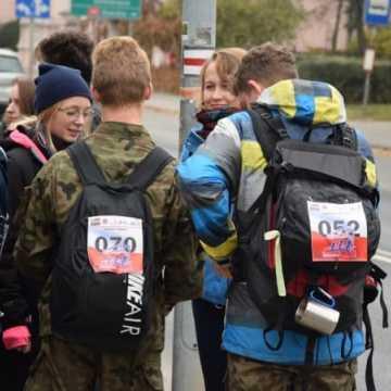 Wyruszyli na trasę VIII Pieszego Maratonu Niepodległości