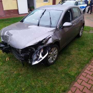 Pijany kierowca wjechał w kapliczkę i uciekł