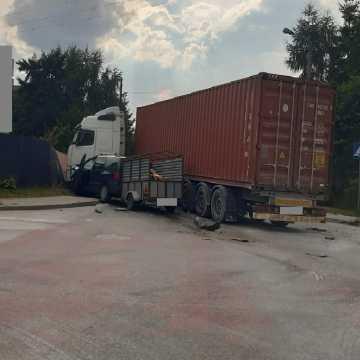 Dwie osoby poszkodowane w wypadku na skrzyżowaniu ul. Sucharskiego z Poprzeczną w Radomsku