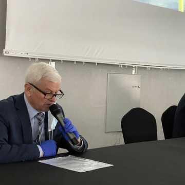 [WIDEO, FOTO] Wykonawca basenu w Radomsku: Urząd Miasta chce zniszczyć moją firmę. Władze miasta odpierają zarzuty