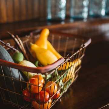 Od czwartku w sklepach, aptekach i na poczcie obowiązują godziny dla seniorów